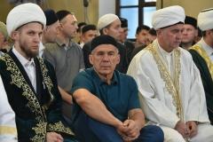 Новости Общество - Минниханов совершил праздничный намаз по случаю Ураза-байрам